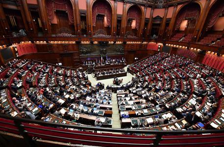 L'aula di Montecitorio durante la seduta della Camera per esaminare gli emendamenti agli articoli 3 e 4 del Rosatellum 2.0, Roma, 12 ottobre 2017.   ANSA/ETTORE FERRARI