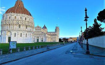 Piazza Miracoli Pisa vuota pandemia febbraio 2021